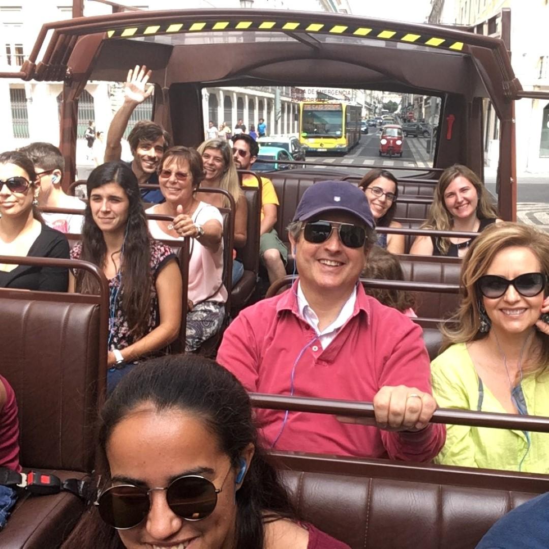grupo privado em Lisboa autocarro panoramico caravela