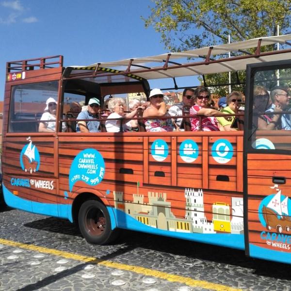 anzianos en tour carabela desde puerto cruceros de lisboa en excursion