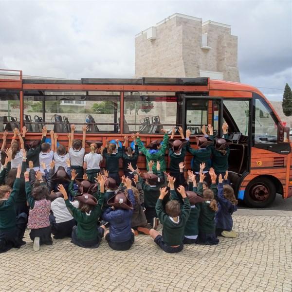 visitas de estudo de autocarro em lisboa escola no circuito regular caravela em belem