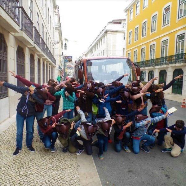 grupos adolescentes visita estudo viagem estudantes autocarro Lisboa história